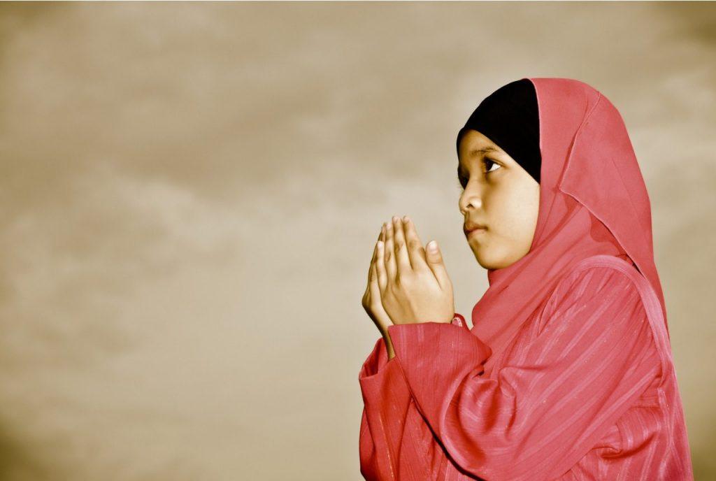 Kanak-kanak-Perempuan-Muslim-Berdoa